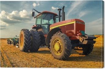 Tableau sur toile Tracteur sur le terrain agricole