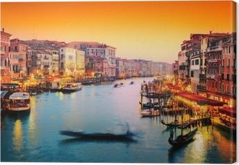 Tableau sur toile Venise, Italie. Gondola flotte sur le Grand Canal au coucher du soleil
