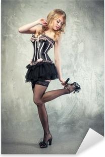 Seksikäs vaalea pin up tyttö poseeraa yli harmaa vanhentunut tausta Pixerstick tarra