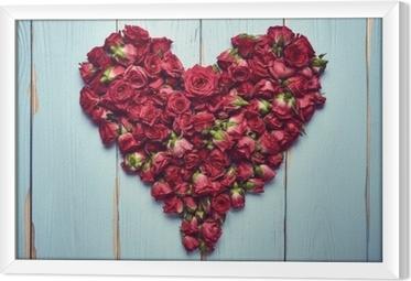 Tavla i Ram Hjärtform av rosor på träbakgrund