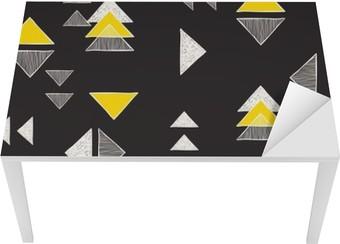 Tischaufkleber und Schreibtischaufkleber Nahtlose Hand gezeichnete Dreiecke Muster.