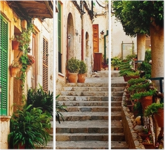 Tríptico Calle en el pueblo de Valldemossa en Mallorca