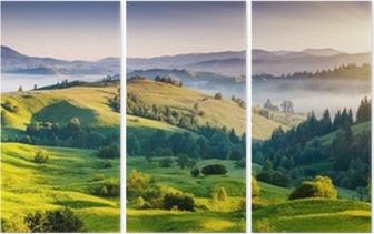 Triptychon Grüne Hügel mit Bergen in der Ferne