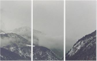 Triptych Mørke skyer truende over fjellet