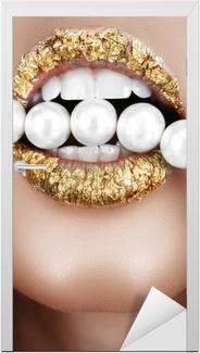 Türaufkleber Blattgold Mund mit Perlen