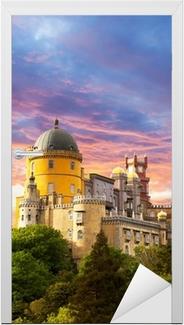 Türaufkleber Fairy Palace gegen Sonnenuntergang Himmel / Panorama of Palace in Sintra,