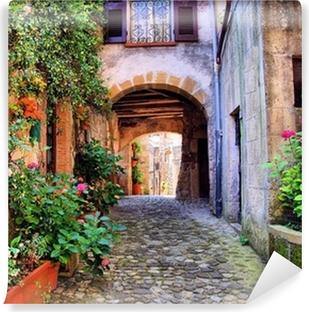 Kaareva mukulakivikadulle Toscanan kylässä, Italiassa Vinyyli Valokuvatapetti