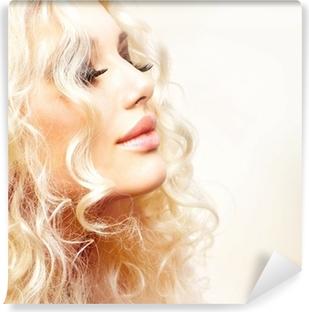 Kauneus tyttö blondi permed hiukset. takapuoli Tapetti • Pixers ... 0b520278a0