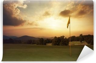 Vuoren auringonnousu golfkentällä Vinyyli valokuvatapetti