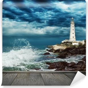 Vaskbar fototapet Stor havbølge, fyr og tømmermolo