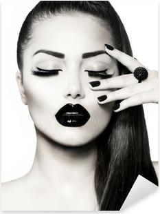 Vinilo Pixerstick Blanco y negro Brunette Girl Portrait. Manicura Caviar de moda