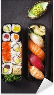 Vinilo Pixerstick Caja de Bento con sushi y rollos