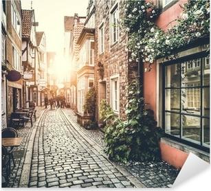 Vinilo Pixerstick Calle histórica en Europa al atardecer con efecto retro vendimia