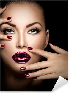 Vinilo Pixerstick Cara de niña modelo de moda, la belleza de la mujer del maquillaje y la manicura