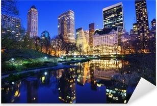Vinilo Pixerstick Central Park en la noche en la ciudad de Nueva York