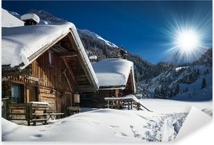 Vinilo Pixerstick Chalet de esquí en invierno y cabina de nieve paisaje de montaña en el Tirol