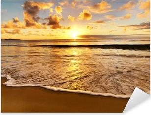 Vinilo Pixerstick Hermosa puesta de sol en la playa