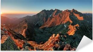 Vinilo Pixerstick Panorama del paisaje de la montaña del otoño