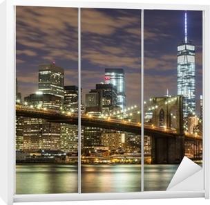 Vinilo para Armario Puente de Brooklyn y los rascacielos del centro de Nueva York en la oscuridad