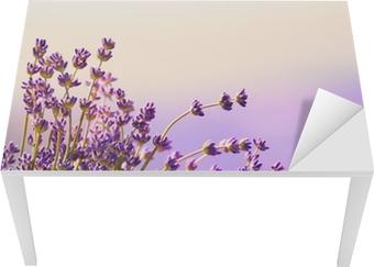 Vinilo para Mesa y Escritorio Flores de lavanda florecen el horario de verano