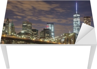 Vinilo para Mesa y Escritorio Puente de Brooklyn y los rascacielos del centro de Nueva York en la oscuridad