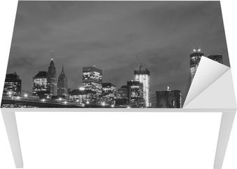 Vinilo para Mesa y Escritorio Puente de Brooklyn y Manhattan horizonte en la noche, New York City