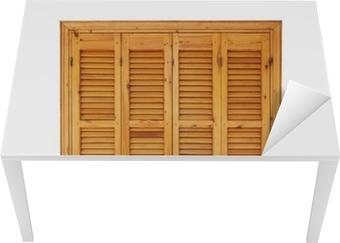 Vinilo para Mesa y Escritorio Ventana de madera con postigos cerrados aislados en blanco