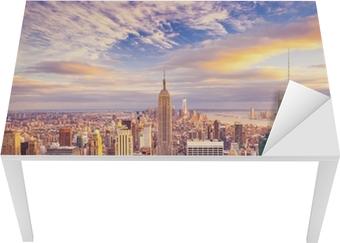 Vinilo para Mesa y Escritorio Vista del atardecer de la ciudad de Nueva York con vistas a Manhattan