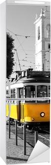 Vinilo para Nevera Lisboa antiguo tranvía amarillo sobre fondo blanco y negro
