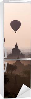Vinilo para Nevera Salida del sol sobre las llanuras del templo de Bagan - Myanmar