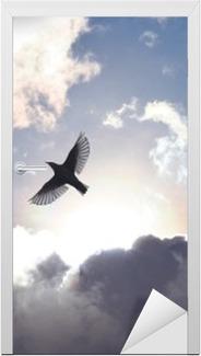 Vinilo para Puerta Ángel del pájaro en el cielo