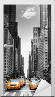 Vinilo para Puerta Avenida de los taxis en Nueva York.