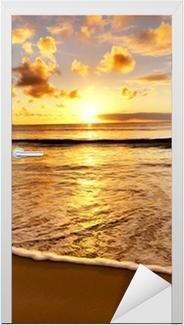 Vinilo para Puerta Hermosa puesta de sol en la playa