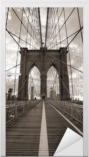 Vinilo para Puerta Puente de Brooklyn en Nueva York. Tono sepia.