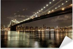 Vinilo Pixerstick Puente de Brooklyn en la noche en HDR