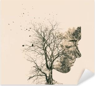 Vinilo Pixerstick Retrato de la doble exposición de los árboles jóvenes de la mujer y del otoño.