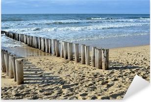 Vinilo Pixerstick Rompeolas en la playa en el Mar del Norte en Holanda Domburg