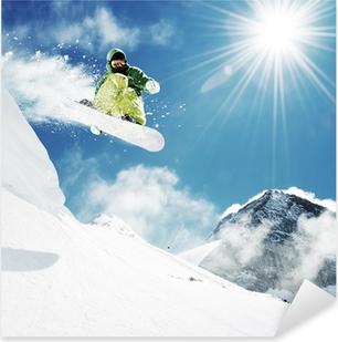 Vinilo Pixerstick Snowboarder en el salto montañas inhigh