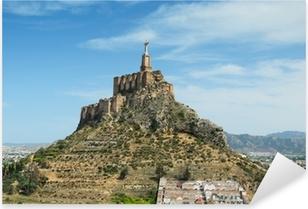 Vinilo Pixerstick Valle español con el antiguo castillo de Monteagudo