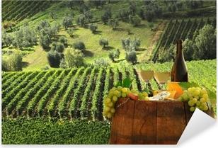 Vinilo Pixerstick Vino blanco con barell en el viñedo, Chianti, Toscana, Italia