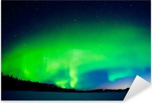 Vinilo Pixerstick Visualización intensa de las Luces del Norte en la madrugada por la mañana