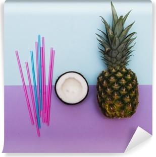 Yıkanabilir Duvar Resmi Pastel çörek ile parti için ananas ve hindistan cevizi yarısı
