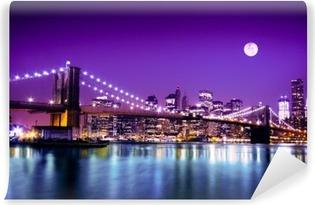 Zelfklevend Fotobehang Brooklyn Bridge en NYC skyline met volle maan