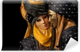 Zelfklevend Fotobehang Geïsoleerd op zwart Venetiaans paar