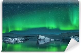 Zelfklevend Fotobehang Ijsbergen onder Noorderlicht