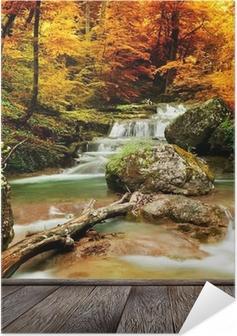 Zelfklevende Poster Herfst creek bos met gele bomen