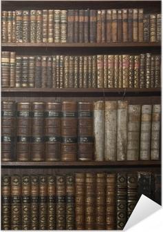 Zelfklevende Poster Historische oude boeken in oude plank bibliotheek