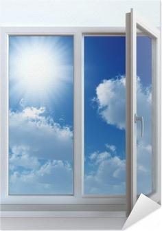 Zelfklevende Poster Open raam tegen een witte muur en de bewolkte hemel en zon