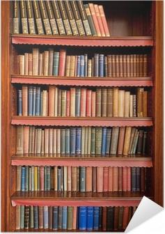 Zelfklevende Poster Oude boekenplank met rijen van boeken in oude bibliotheek
