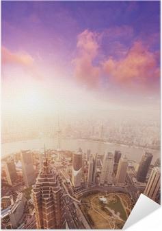 Zelfklevende Poster Stadslandschap van shanghai, mistig en bewolkt